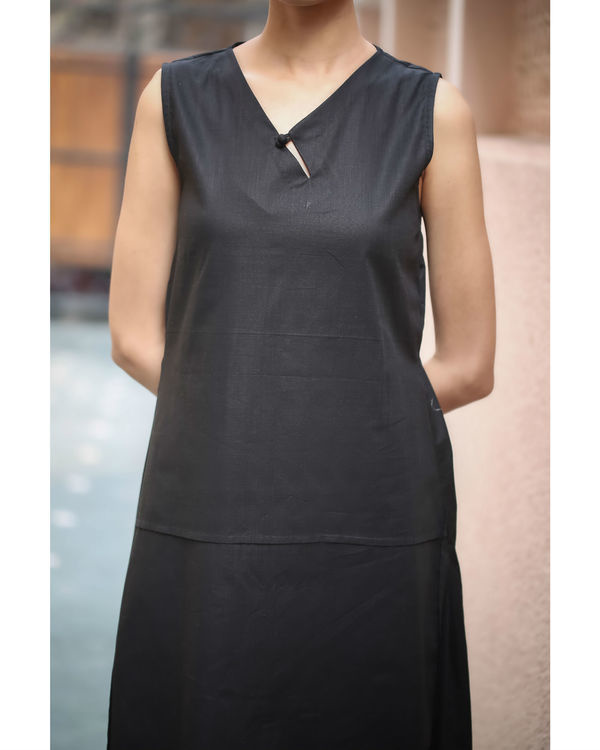 Black Keyhole Neckline Dress 3