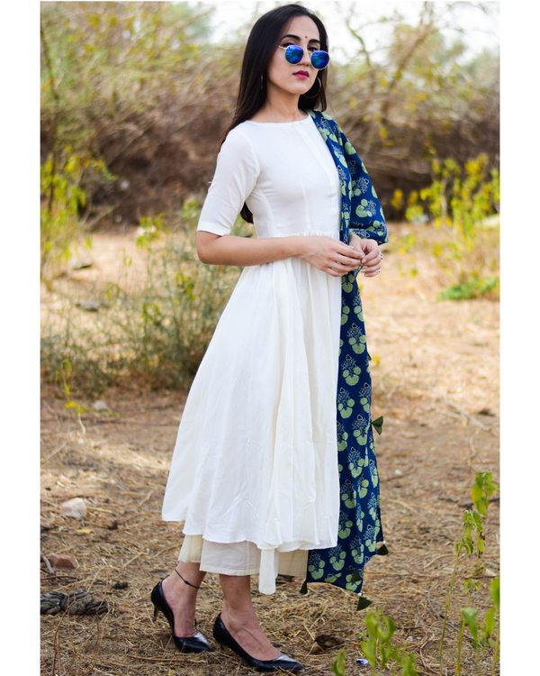 White suit set with indigo dupatta 1
