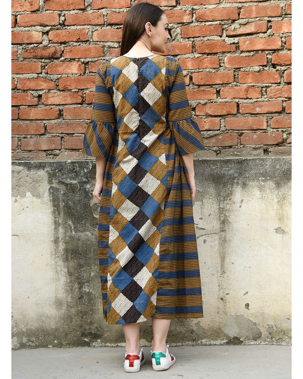 Criss cross flared sleeves dress 2