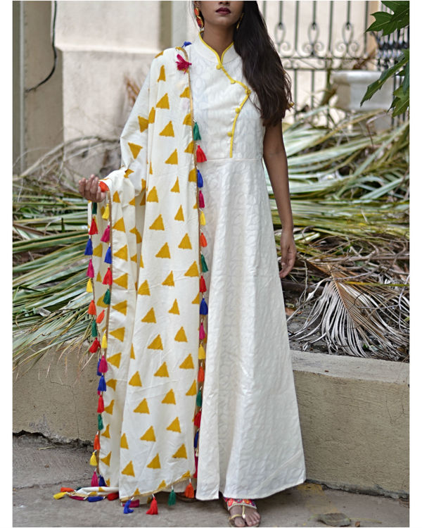 White fit and flare dress with dupatta 2