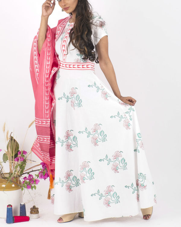 White floral dress with pink dupatta 2