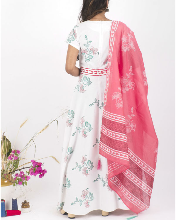 White floral dress with pink dupatta 1