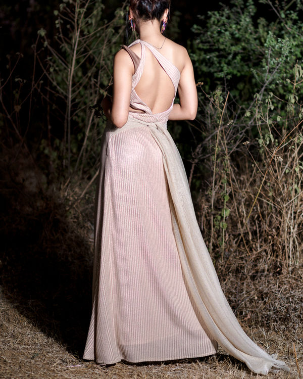 One shoulder gown 1
