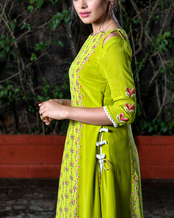 Green printed kurta and offwhite pant 1
