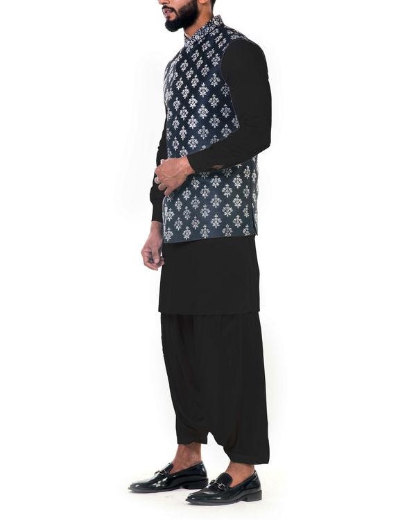 Black kurta set with floral embroidered jacket 3