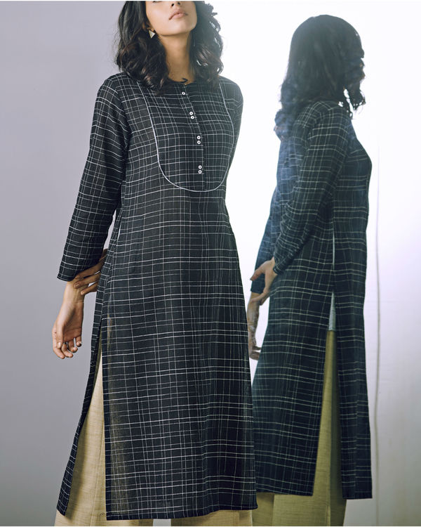 Black checks buttoned kurta 1