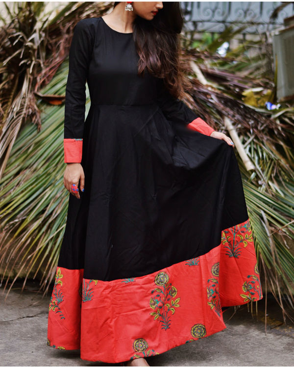 Black printed border dress 3