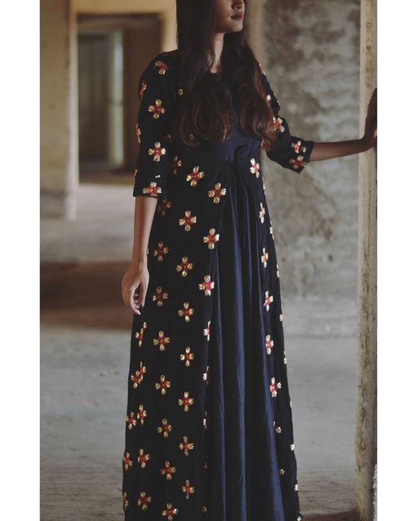 Black phulkari motif cape set 1