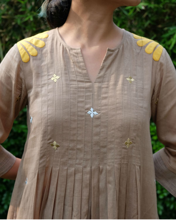 Light grey applique tunic 2