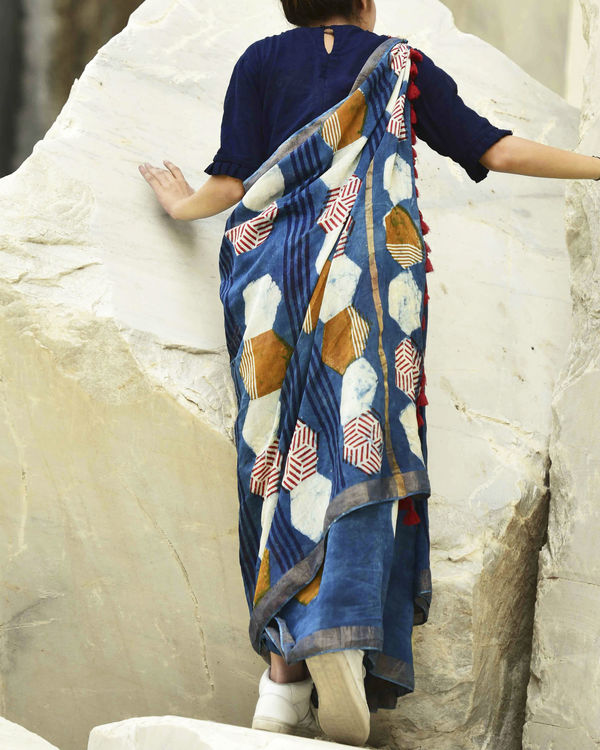 Indigo hexagon print saree 1