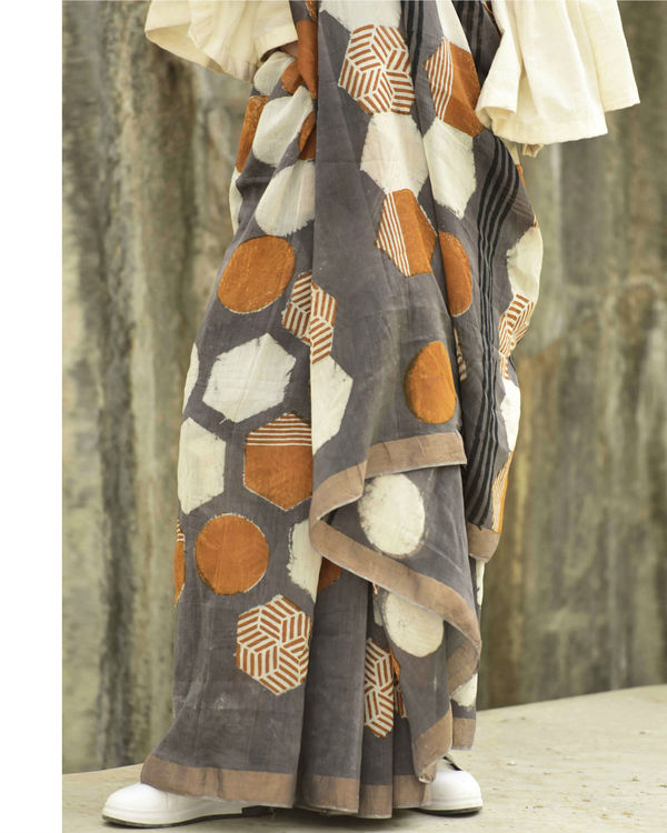Grey hexagon print sari 1