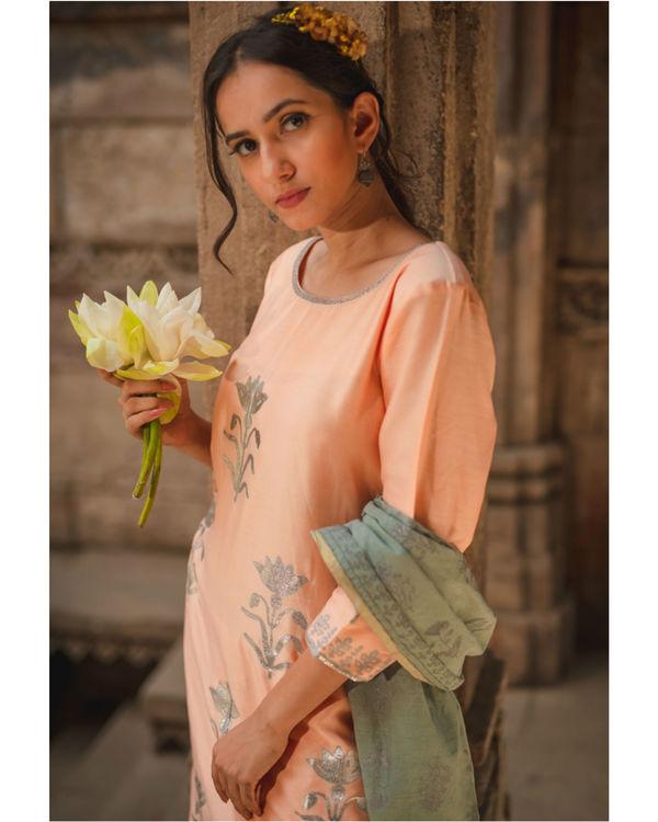 Peach floral kurta set with dupatta 2