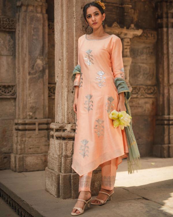 Peach floral kurta set with dupatta 1