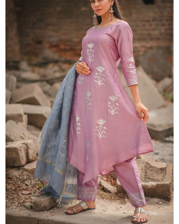 Lavender floral printed kurta set with dupatta 3