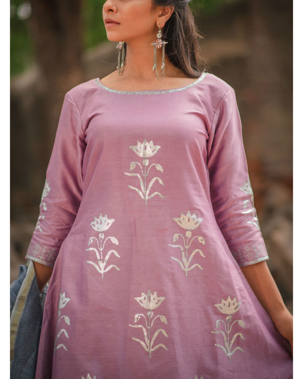 Lavender floral printed kurta set with dupatta 1