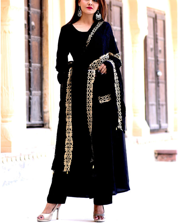Black suit set with black gold dupatta 2