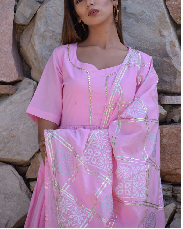 Baby pink kurta set with pink dupatta 1