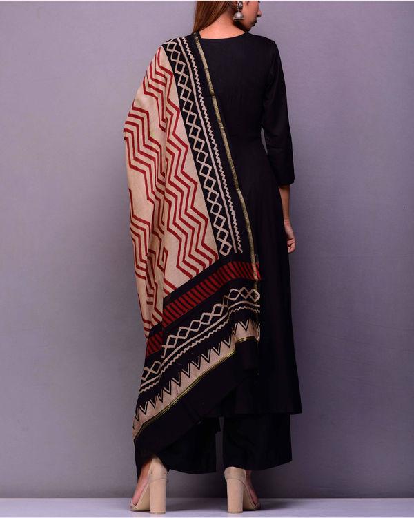 Black kurta set with printed dupatta 2