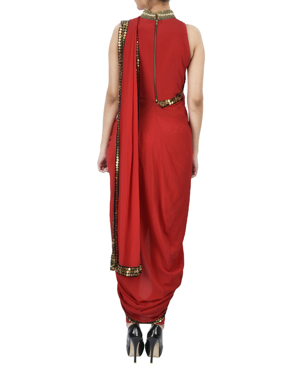 Red pre draped saree 2