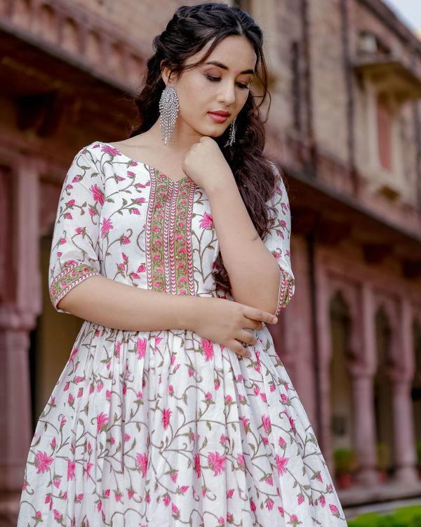 White garden handblock dress 2