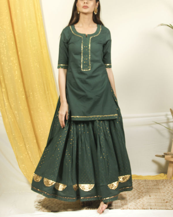 Pine green kurta lehenga set with dupatta 2