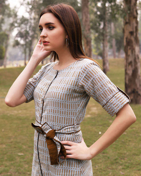 Grey and mustard printed midi dress 3