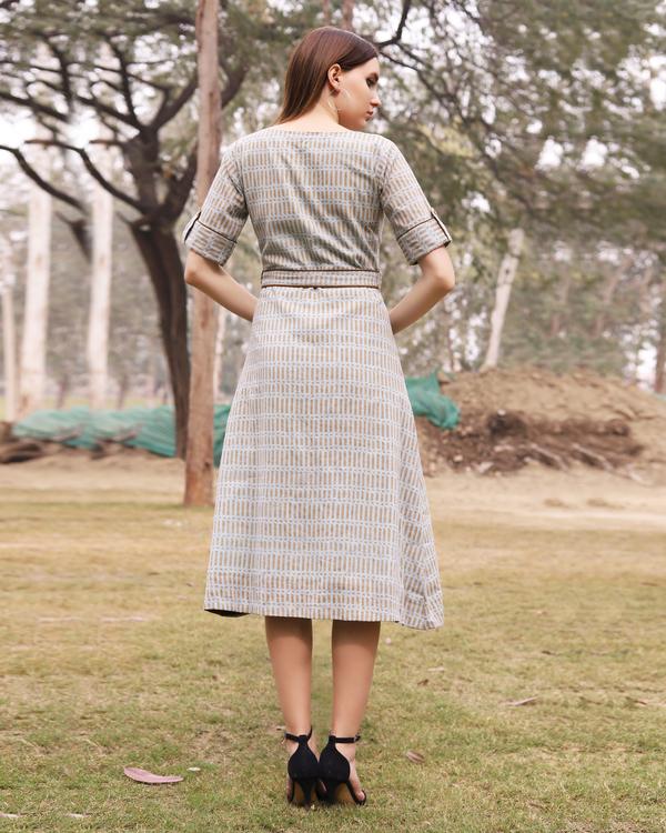 Grey and mustard printed midi dress 2
