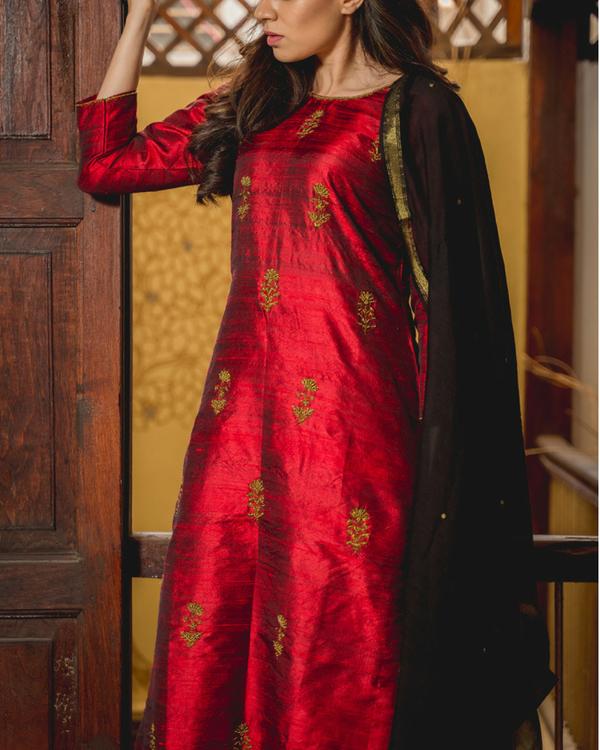 Ruby aari kurta set with dupatta 3