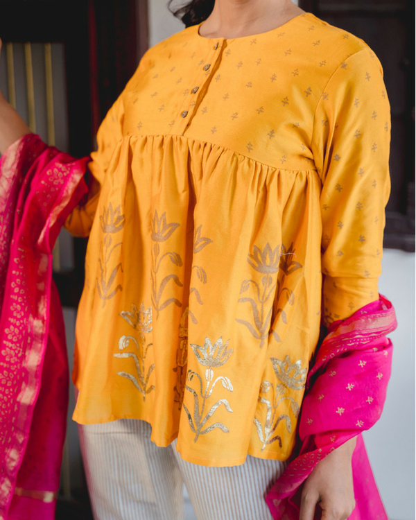 Adaa peela short kurta set with dupatta 1