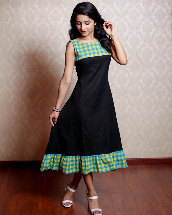 Black ruffles dress 1