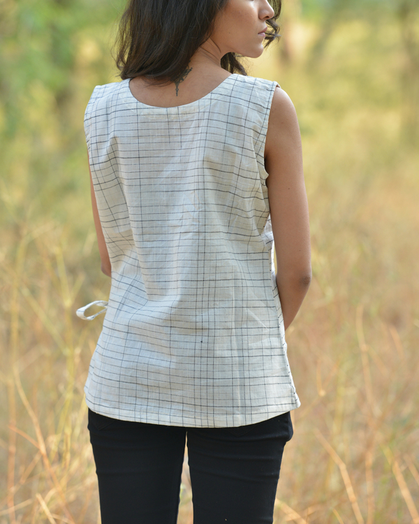 Knotted button top 1