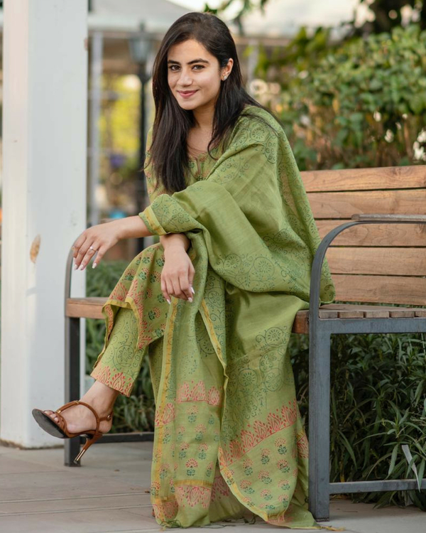 Pistachio green kurta with straight pants and dupatta 1