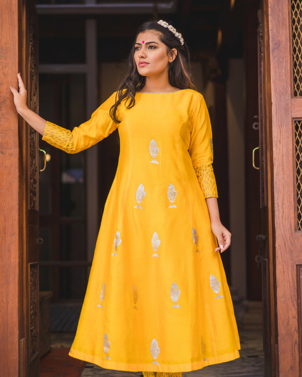 Mustard fish print kurta set with dupatta 1