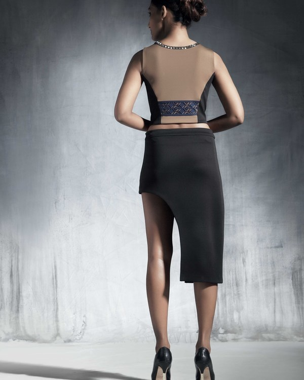 Asymmetrical fitted skirt 1