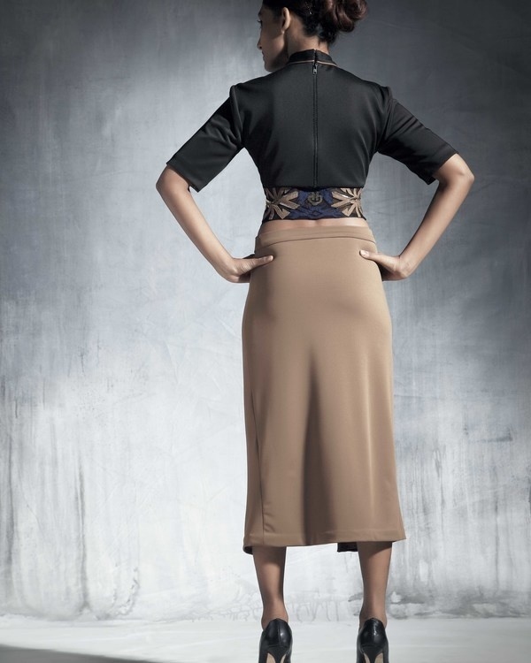 Ecru skirt with metal zipper 1