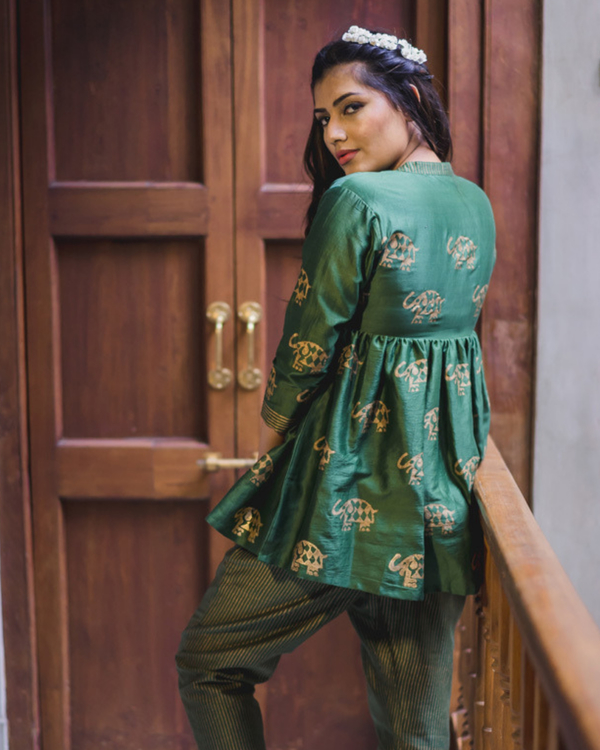 Green chanderi flared top 1