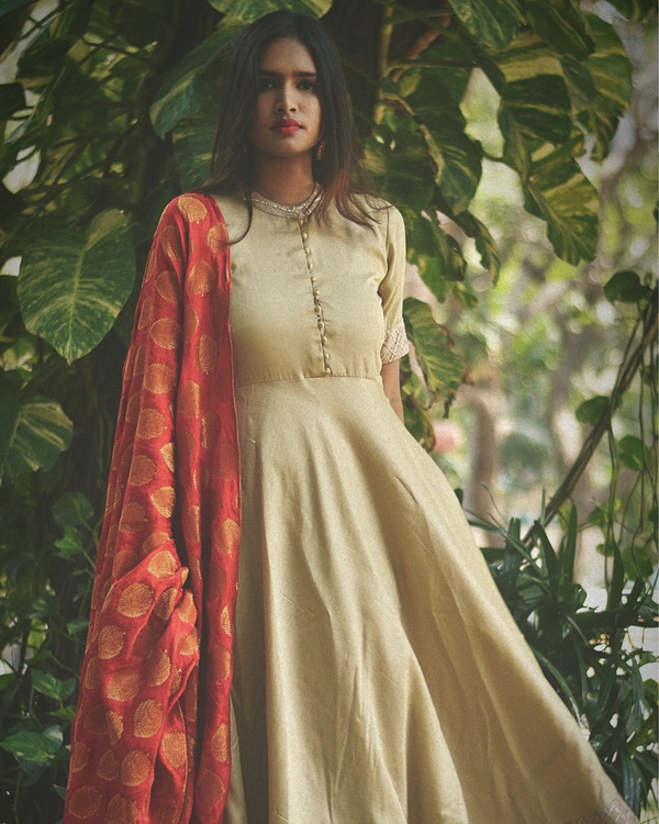 Beige flared dress with dupatta - Set of Two 1