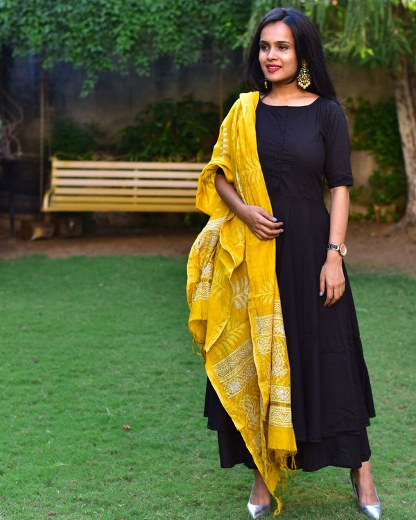 Flared black cotton kurta set with dupatta 1
