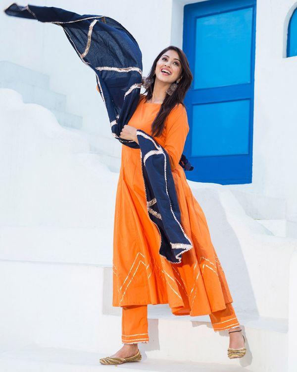 Orange gota flared kurta set with dupatta - set of three 2