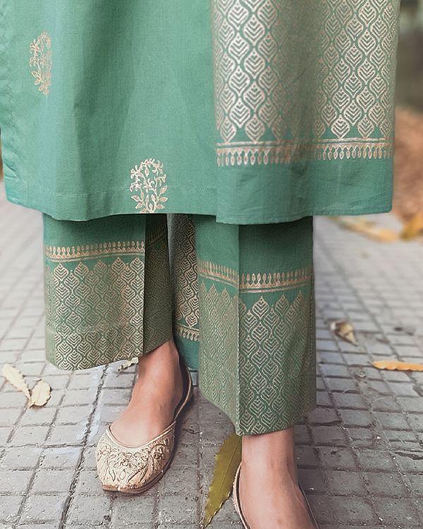 Block printed green kurta set with dupatta - set of three 1