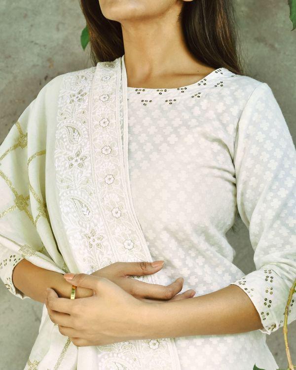 Off white chanderi kurta set with dupatta - set of three 2