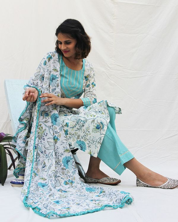 Printed kurta with gota work on neck and plain pants- set of two 1