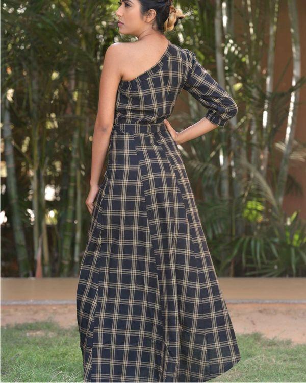 Asymmetric shoulder sleeve dress 1