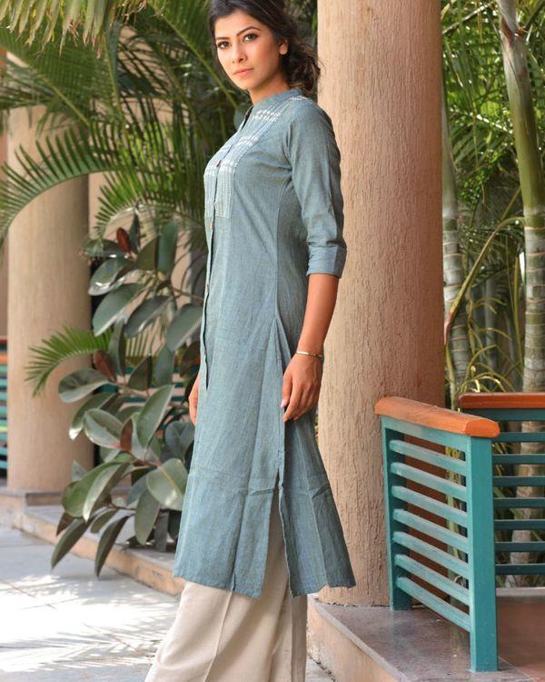 The green mandarin collar cotton kurta with palazzo 2