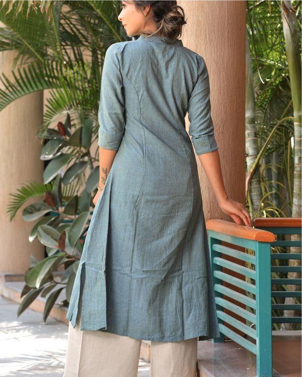 The green mandarin collar cotton kurta with palazzo 3