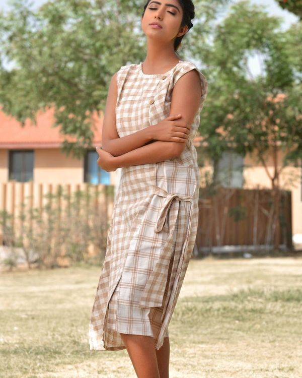 The beige and brown check pattern knot dress 1