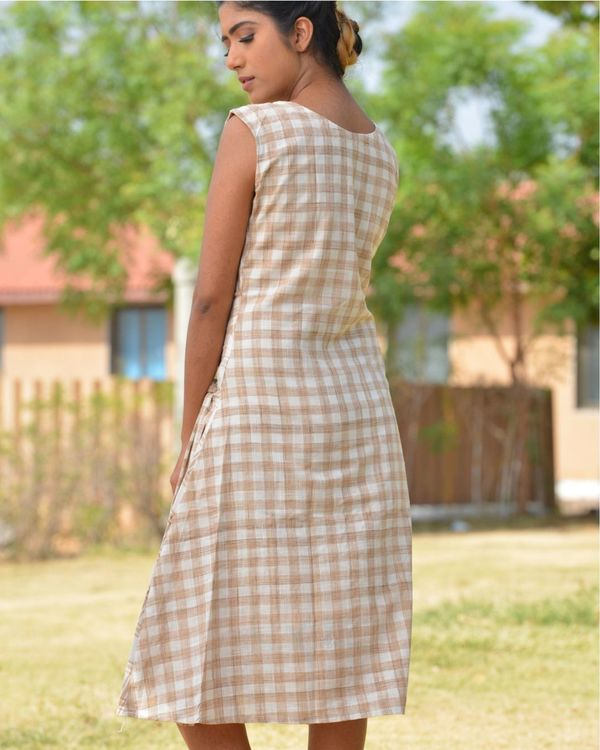 The beige and brown check pattern knot dress 2