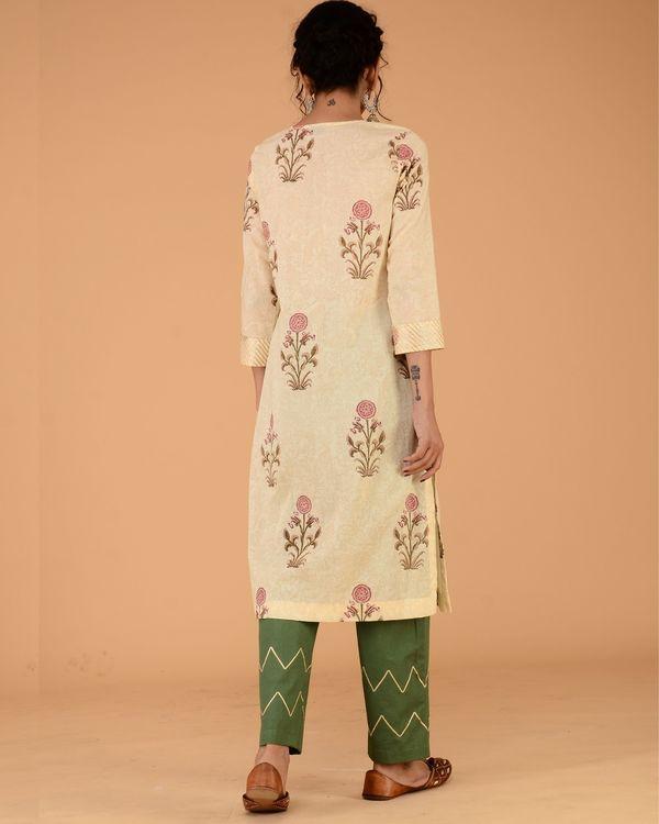 Floral print straight kurta set with olive green pants 2