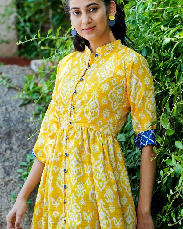 Yellow printed cape top with bandhani print pants - set of two 3