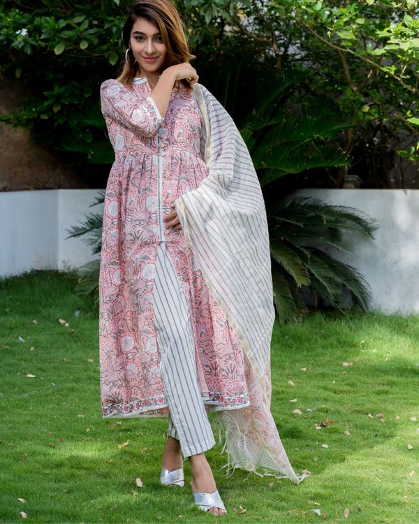 Blush pink floral block printed suit set with chanderi dupatta - set of three 1